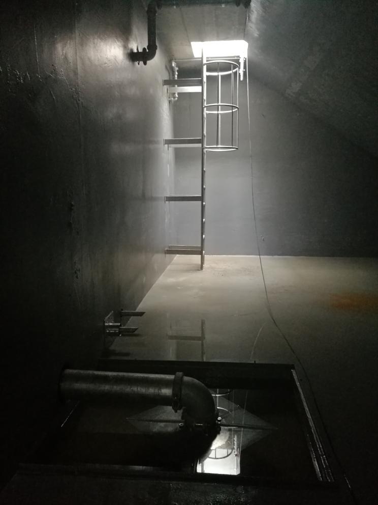 Auf dem Foto zu sehen ist ein sicherlich einmaliger Blick in den Sprinklertank während der Bauphase.