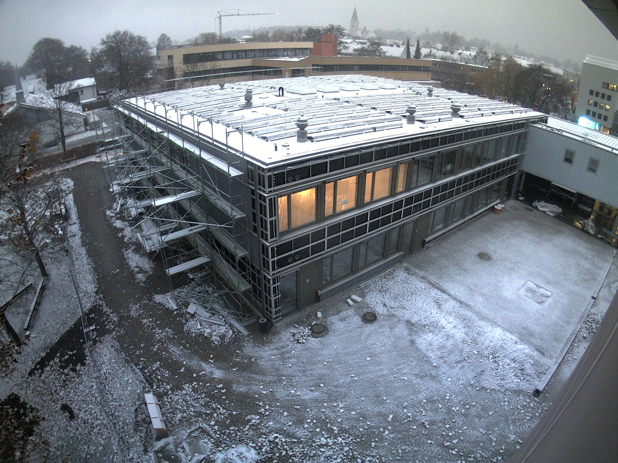 Der neue Fachklassentrakt des Jakob-Brucker-Gymnasium am Morgen des 27. November 2018 | Bild: Stadt Kaufbeuren